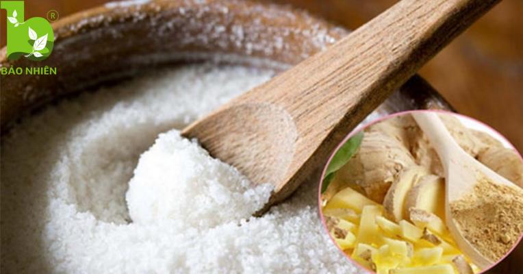 Chiêu giảm mỡ bụng sau sinh bằng muối gừng rang nóng