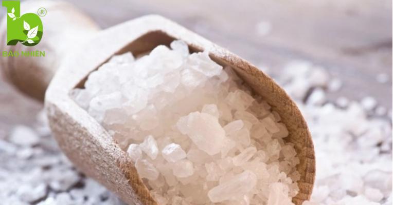 Chiêu giảm mỡ bụng sau sinh bằng muối hột rang nóng