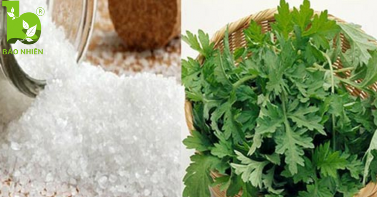 Chiêu giảm mỡ bụng sau sinh bằng muối hột và ngải cứu rang nóng