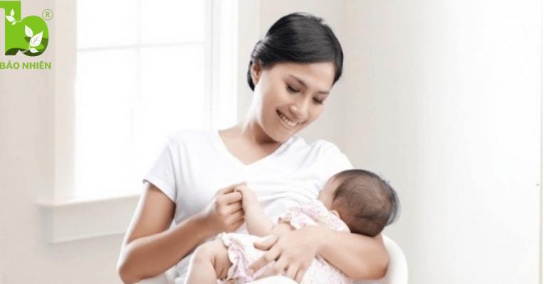 Bác sĩ thường khuyên mẹ nên cho bé bú để tử cung nhanh co hồi