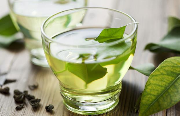 Dùng trà xanh là cách phục hồi tóc hư tổn hiệu quả