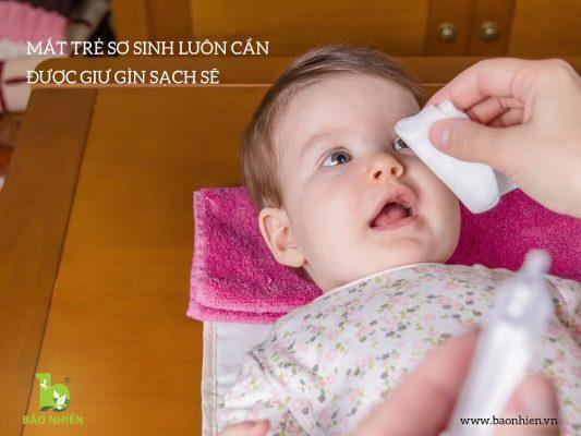 Mắt trẻ sơ sinh luôn cần được giữ gìn sạch sẽ